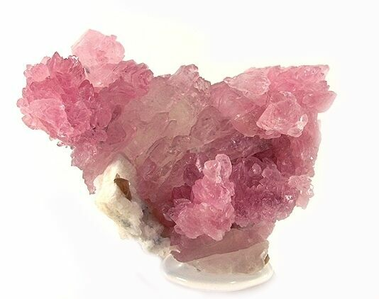 Pink quartz crystals from Minas Gerais, Southeast Region, Brazil . Photo by Rob Lavinsky - Creative Commons License